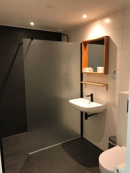 Familiekamer badkamer.jpg